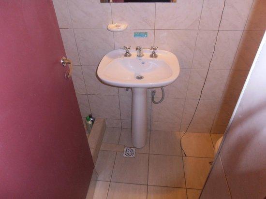 Hostel Empedrado: Baño Privado