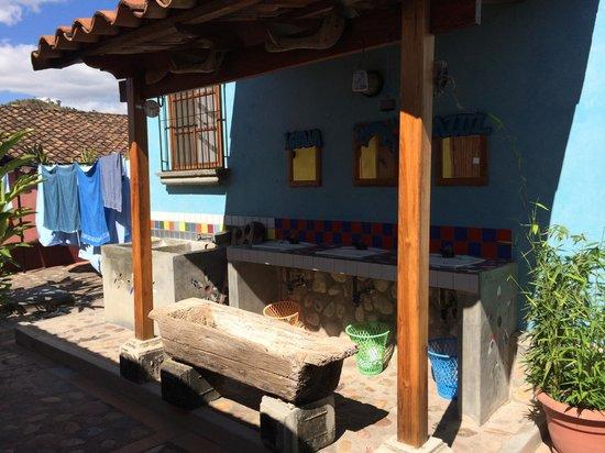 Iguana Azul: Sinks by Bathrooms
