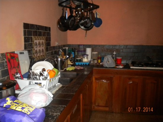 Rio Celeste Backpackers: Kitchen