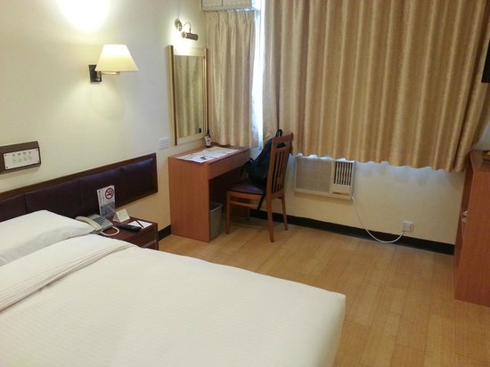 Caritas Lodge: The room is larger than other HK hotel/motel with this price.