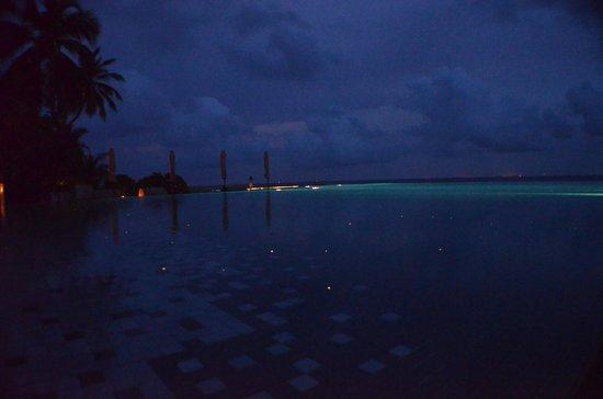 Huvafen Fushi Maldives: Main Pool by Night