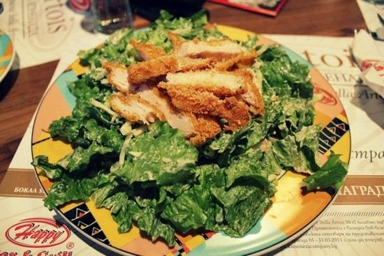 Happy Bar & Grill : Chicken Salad