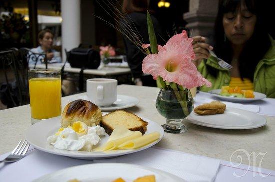 Terra Andina Hotel : Servicio del desayuno