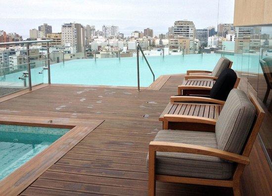 Hilton Lima Miraflores: Infinity Pool View