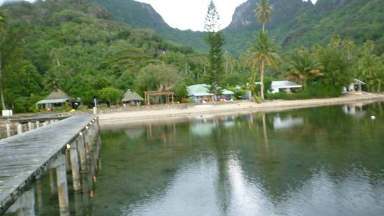 Linareva Moorea Beach Resort: Desde el muelle