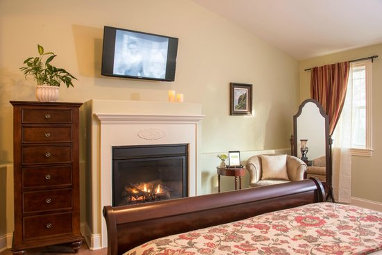 Caldwell House Bed and Breakfast: The Freedom Trail Room