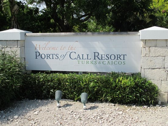 Ports of Call Resort : From street. Entryway to hotel