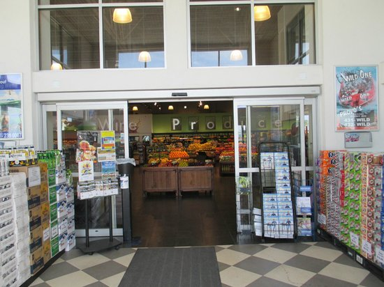 Ports of Call Resort : Entryway to supermarket.