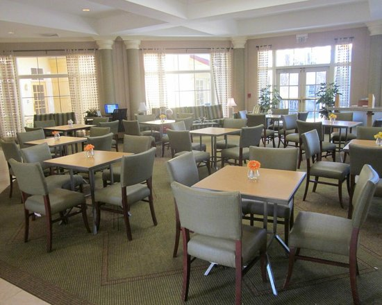 La Quinta Inn & Suites Orlando Airport North : breakfast room