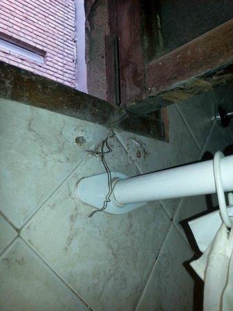 Tango Hostel : detalle de la ducha