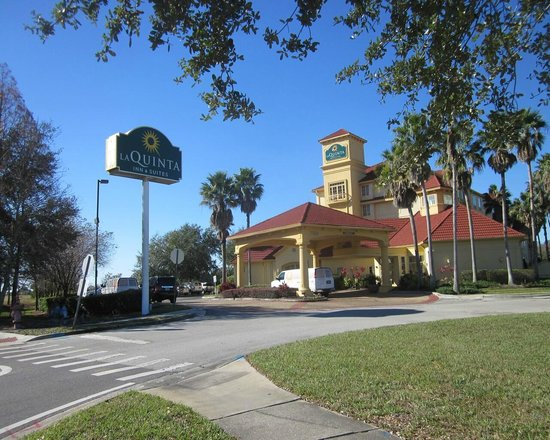La Quinta Inn & Suites Orlando Airport North : exterior