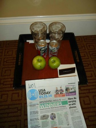 Omni Royal Crescent Hotel: Complimentary paper and morning beverage