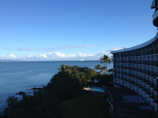 Castle Hilo Hawaiian Hotel : View from the room.