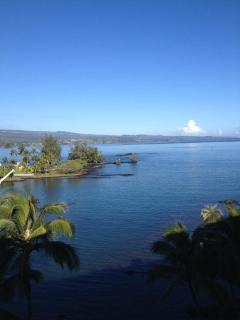 Castle Hilo Hawaiian Hotel: Coconut Island view from our room.