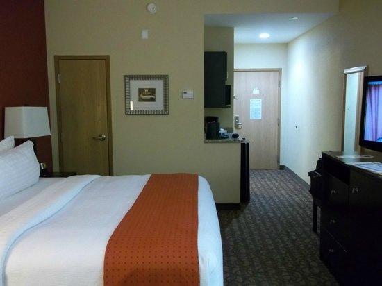 Holiday Inn Houma: vista hacia entrada de habitación