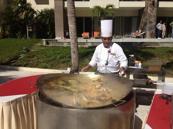 Now Amber Puerto Vallarta: lunch on the patio