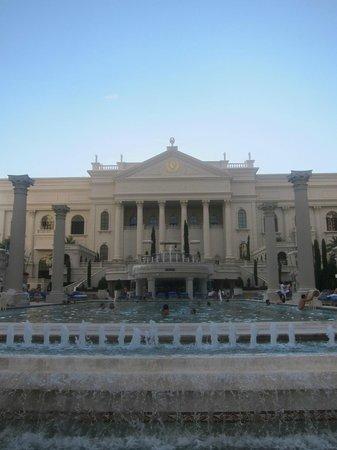 Caesars Palace: pool area
