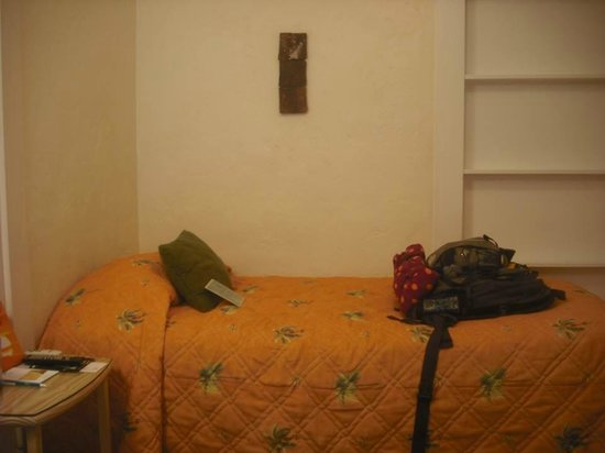 Eden House : tiny, cute little room. perfect for a solo traveler or a couple