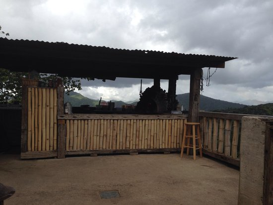 Adjuntas, Puerto Rico: Brick oven home made pizza with a spectacular view.