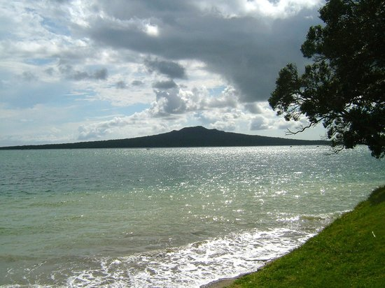 Ivanhoe Holiday Suites: View from Narrow Neck Beach