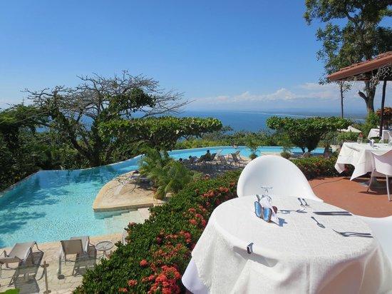 La Mariposa Hotel: Overlooking pool
