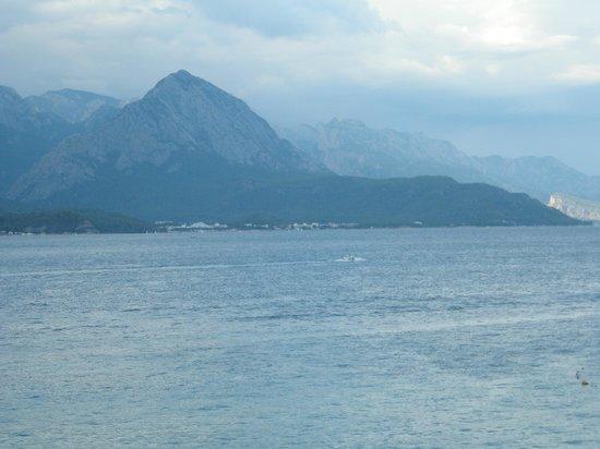 Club Med Kemer: Sunbathing in full view of the Taurus Mts.