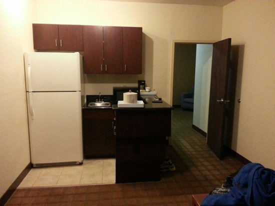 MainStay Suites Tallahassee: Kitchen in suite