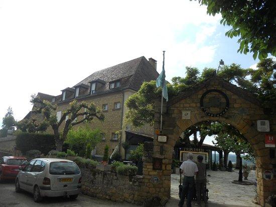 Hotel l'Esplanade: オーベルジュの全景