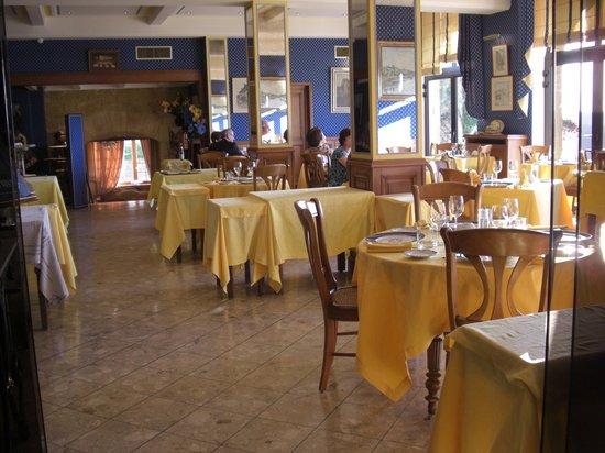 Hotel l'Esplanade : レストラン内部