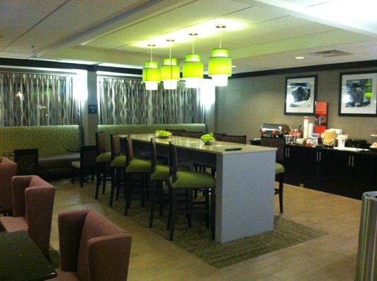 Hampton Inn Atlanta Town Center / Kennesaw : Breakfast area