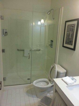 MainStay Suites Tallahassee : Suite bathroom..shower was huge
