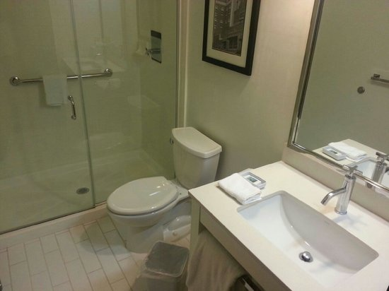 MainStay Suites Tallahassee: Bathroom