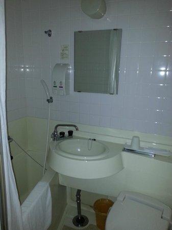 Green Hill Hotel Kobe: Small, but clean bathroom