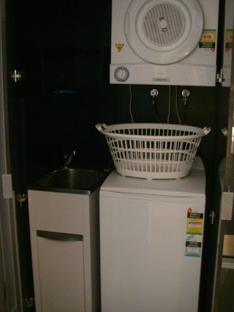 East Hotel: Laundry facilities n a one bedroom apartment