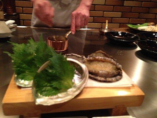 Beefsteak Kawamura, Ginza: アワビ