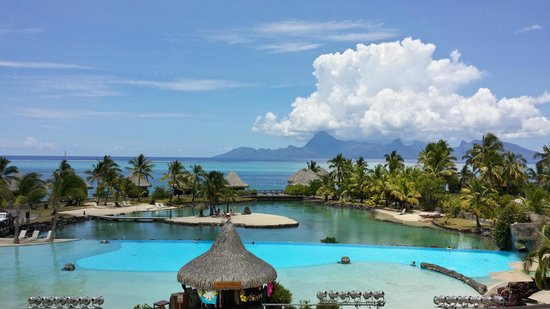 Faa'a, Polinesia Prancis: Stunning view of pool area and Moorea from the reception