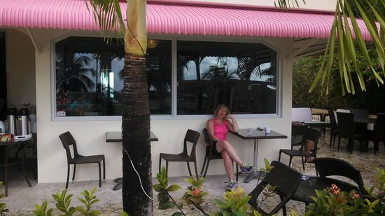 Malecon House : Relaxing on the front patio after breakfast