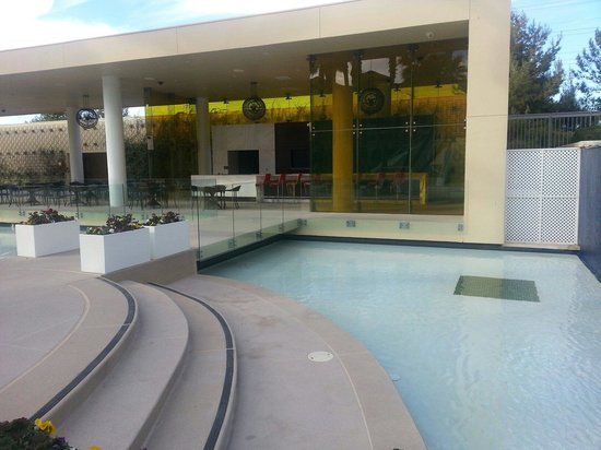 Green Valley Ranch Resort and Spa : Pool side dining