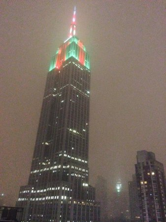Hilton Garden Inn New York/West 35th Street: Holiday Lights on the Empire State Building