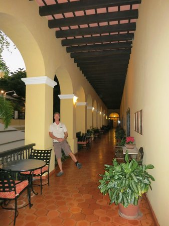 Hotel El Convento: lovely open courtyard outside our room