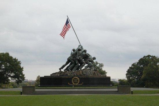 U.S. Marine Corps War Memorial: Raising the Flag