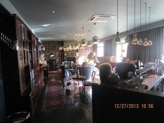 Majeka House: bar area