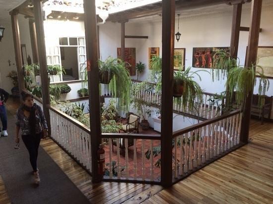 Hostal Macondo: estadia en hotel macondo cuenca