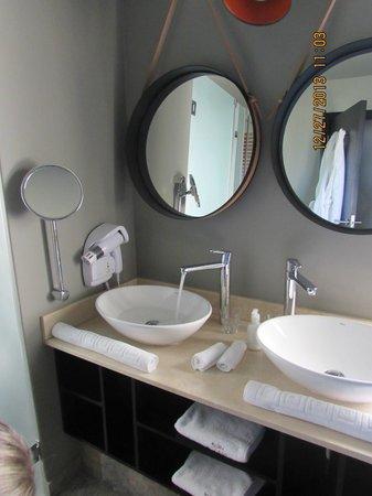 Majeka House: bathroom