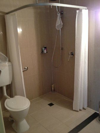 de Russie Boutique Hotel: accessible shower