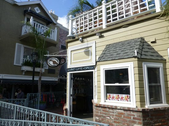 Catalina Coffee & Cookie Co.: Outside