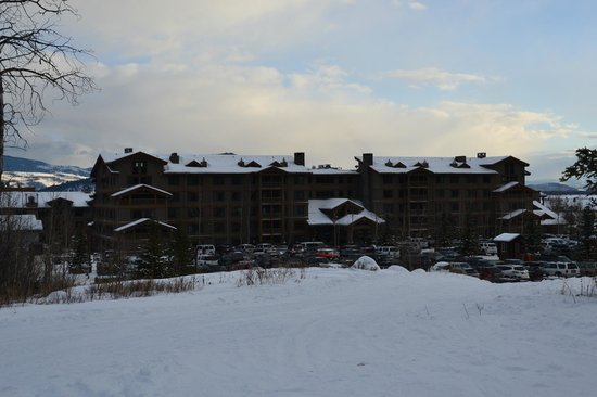 Teton Mountain Lodge & Spa - A Noble House Resort : View of the hotel from the slopes