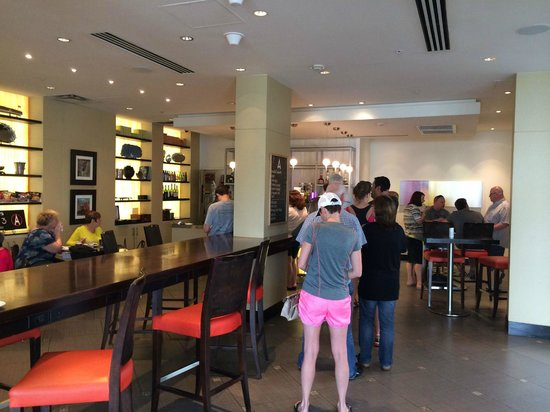 Hilton Fort Lauderdale Marina: Line for breakfast at Amatea 'Restaurant' i.e. breakfast/snack to-go shop