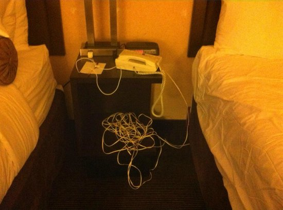 Ramada Plaza Calgary Downtown: Enough cord to hang myself with..maybe thats the point?