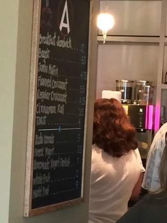 Hilton Fort Lauderdale Marina: Breakfast list of items as seen from waiting in line
